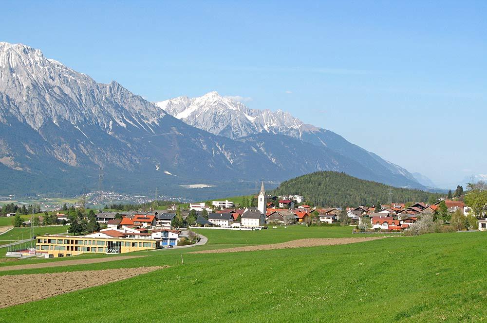Die Gemeinde Sistrans von Westen aus gesehen