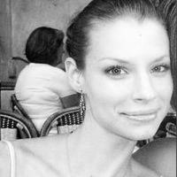 Erin Robertson Headshot