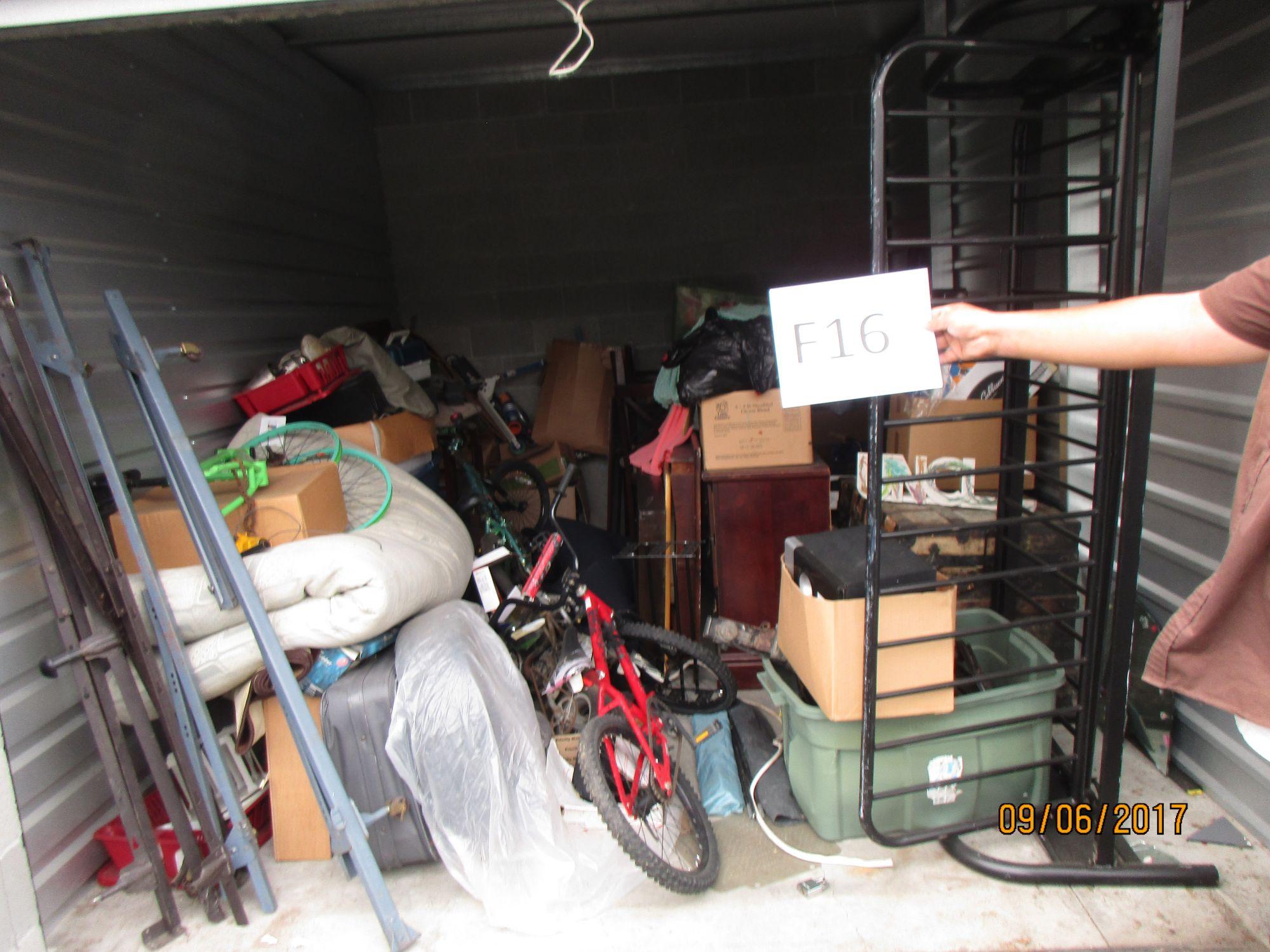 storage unit auction 471905 medford or. Black Bedroom Furniture Sets. Home Design Ideas