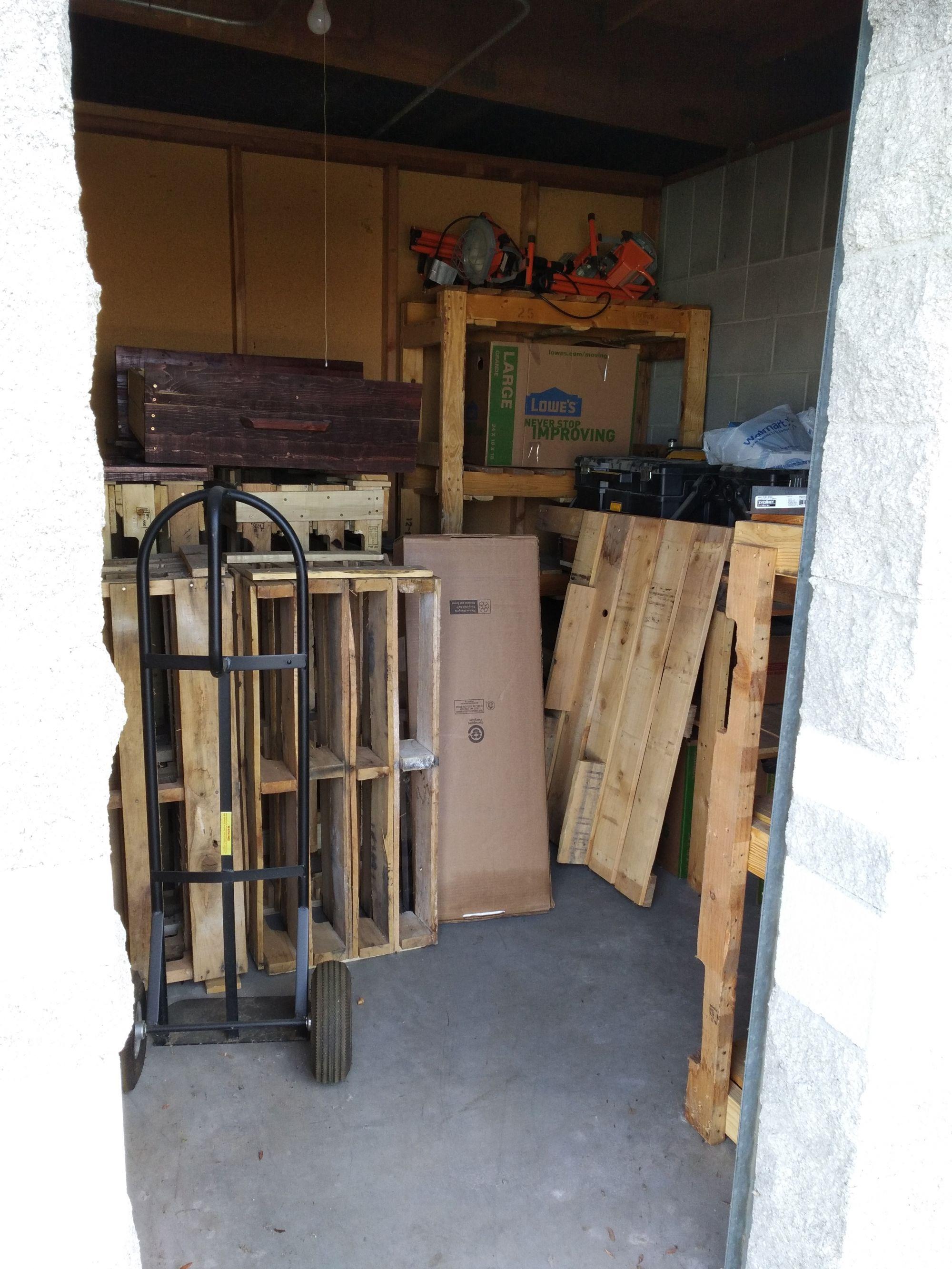 storage unit auction  489961