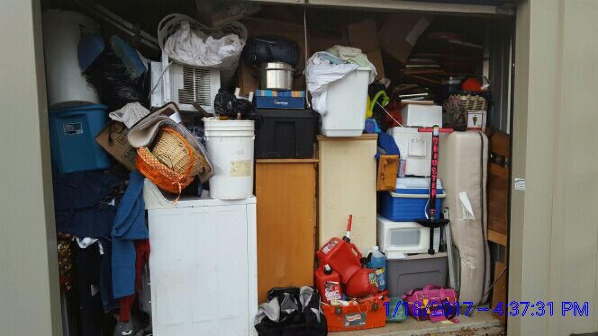 Hover or click & Storage Unit Auction: 494515 | MT CARMEL IL | StorageTreasures.com