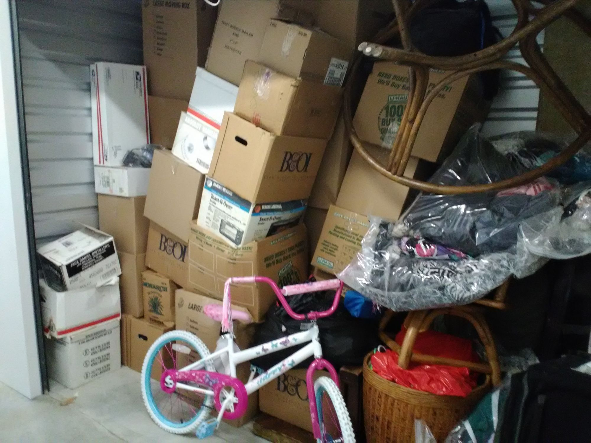 Hover or click & Storage Unit Auction: 504956 | Federal Way WA | StorageTreasures.com