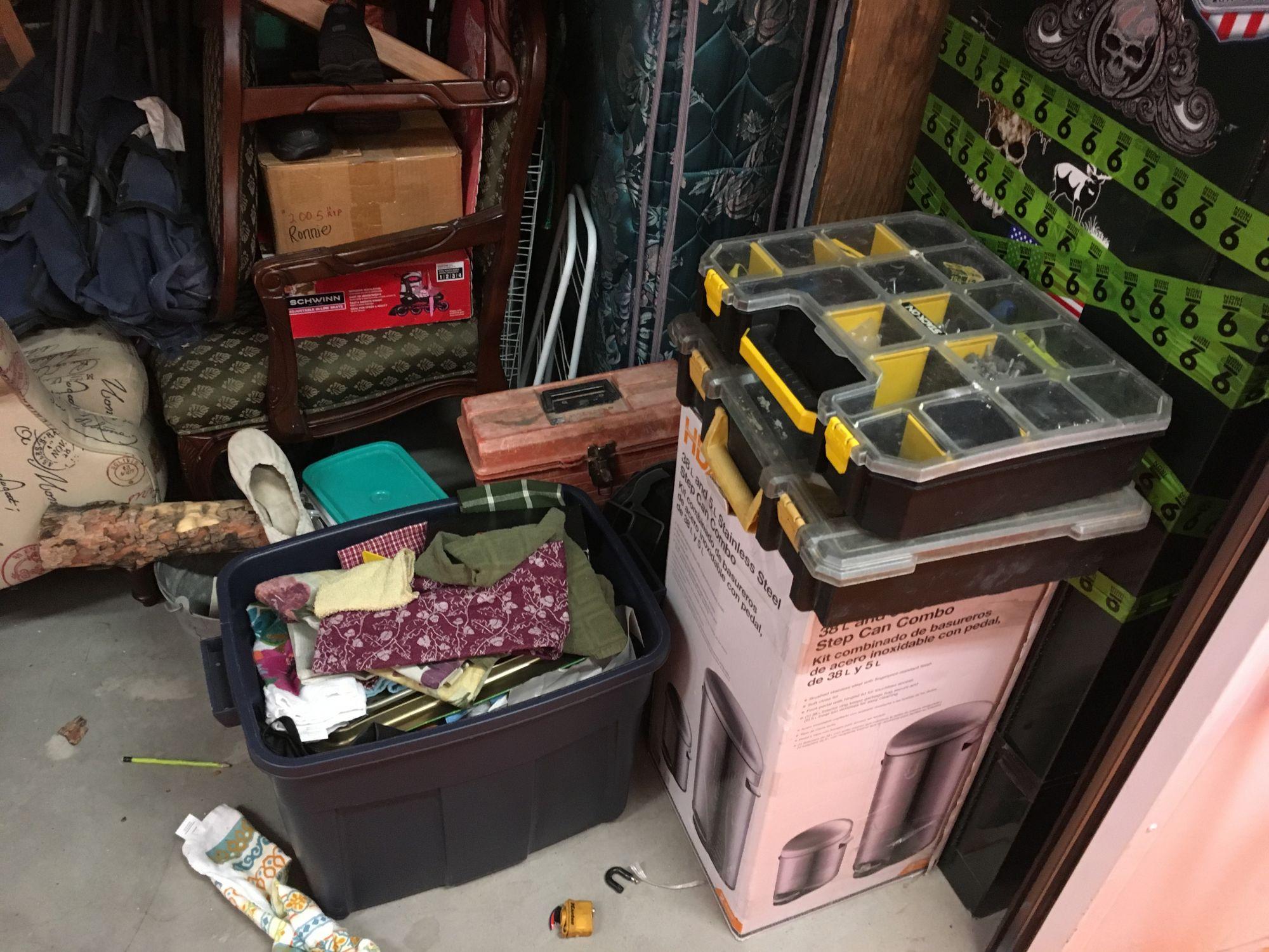 storage unit auction  512917