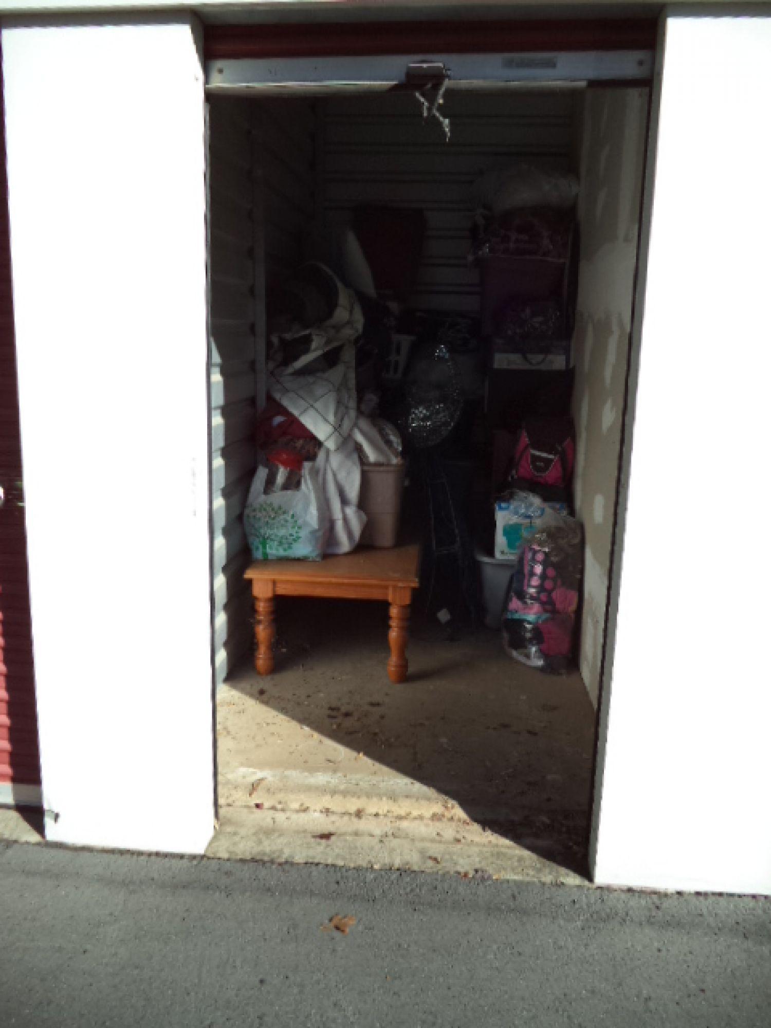 storage unit auction  517806