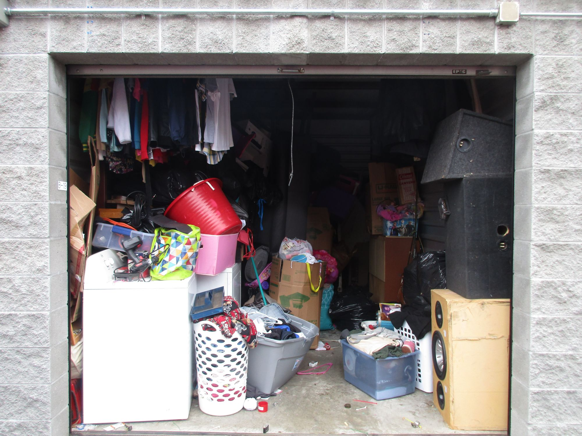 Hover or click & Storage Unit Auction: 518320 | Medford OR | StorageTreasures.com