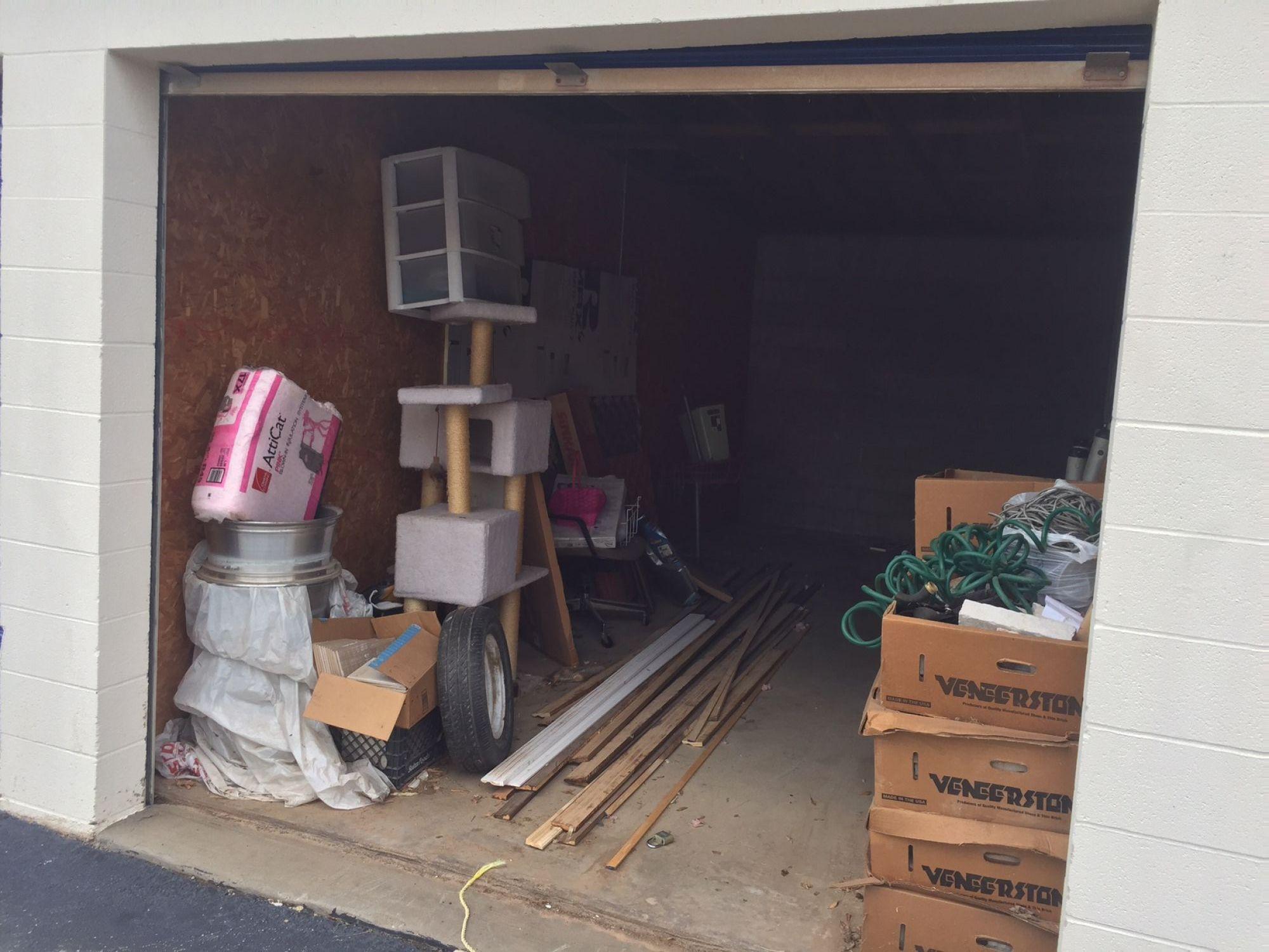 storage unit auction  513578