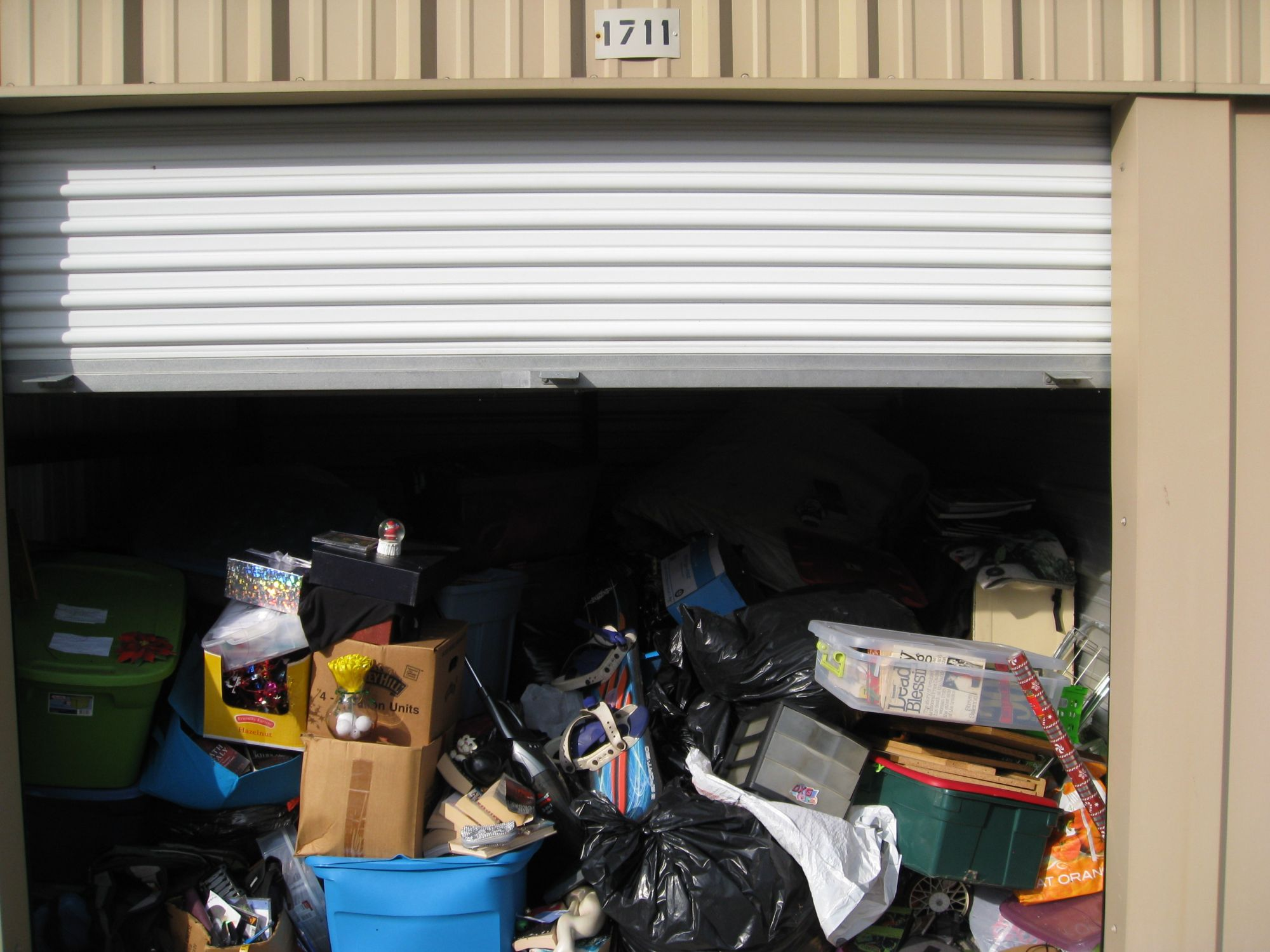Hover or click & Storage Unit Auction: 523081 | Carlisle PA | StorageTreasures.com