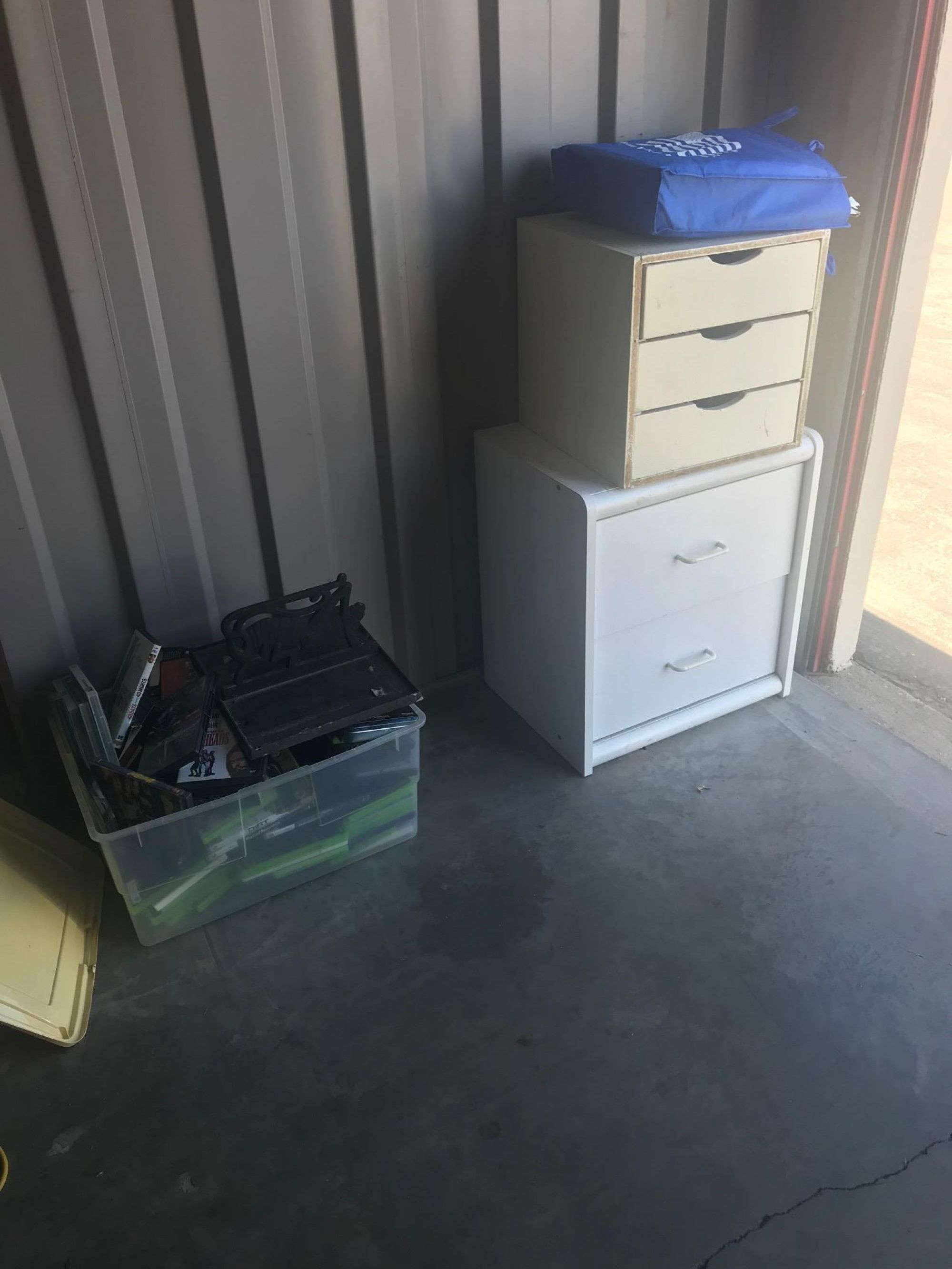 Hover or click & Storage Unit Auction: 525778 | El Paso TX | StorageTreasures.com