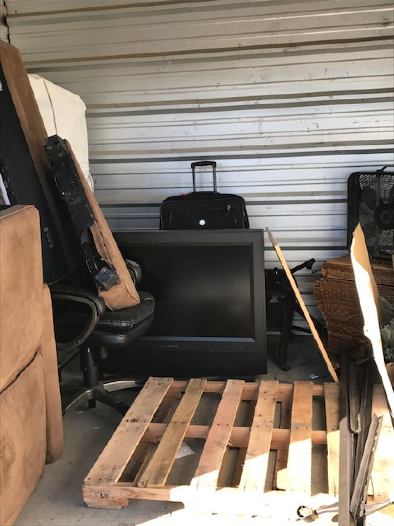 Hover or click & Storage Unit Auction: 533139 | Oxford MS | StorageTreasures.com