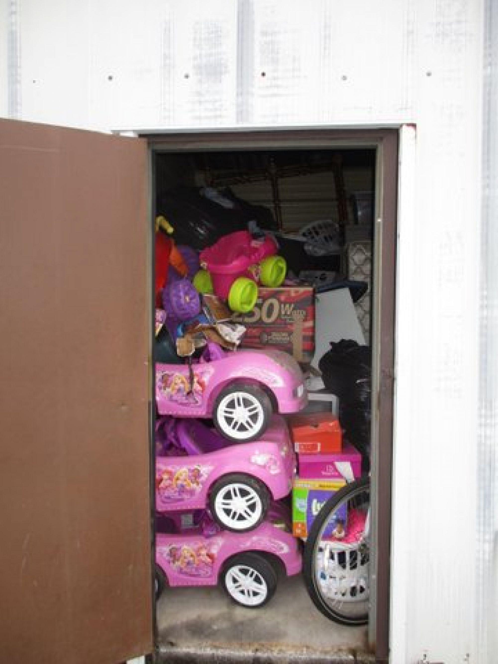 Hover or click & Storage Unit Auction: 538025 | Carbondale IL | StorageTreasures.com