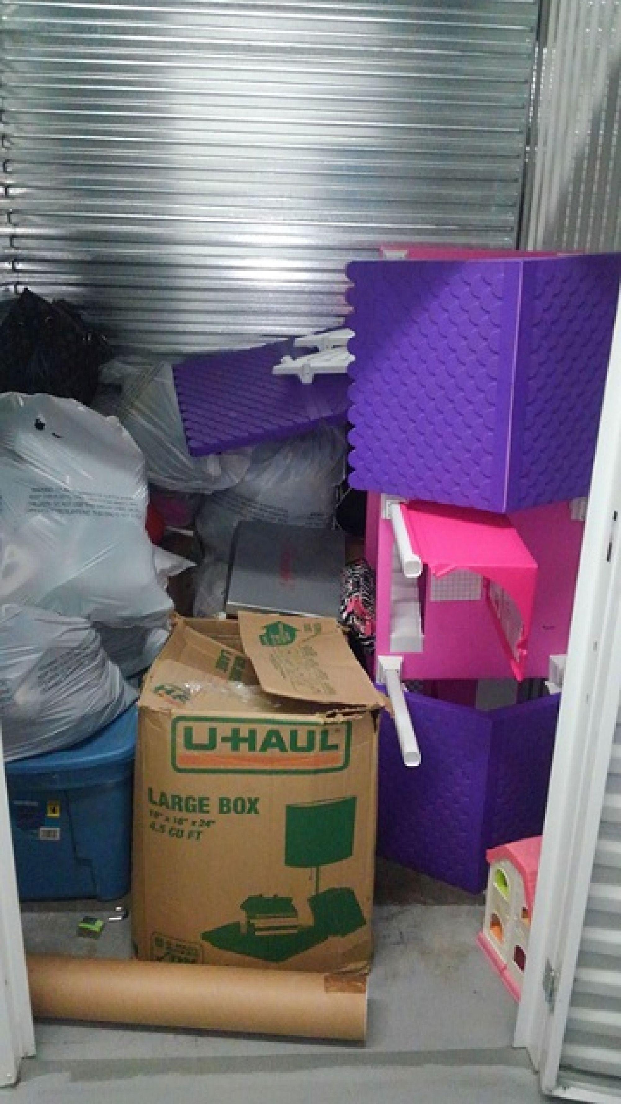 storage unit auction  543042
