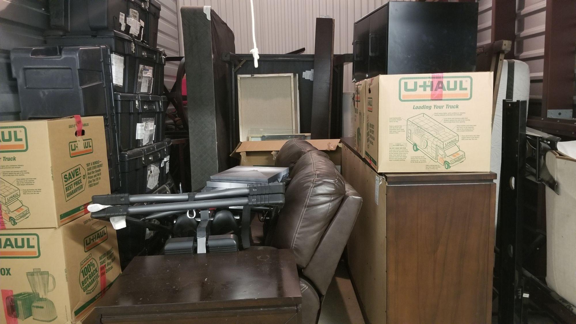 7260c3ff5779 Storage Unit Auction  543991