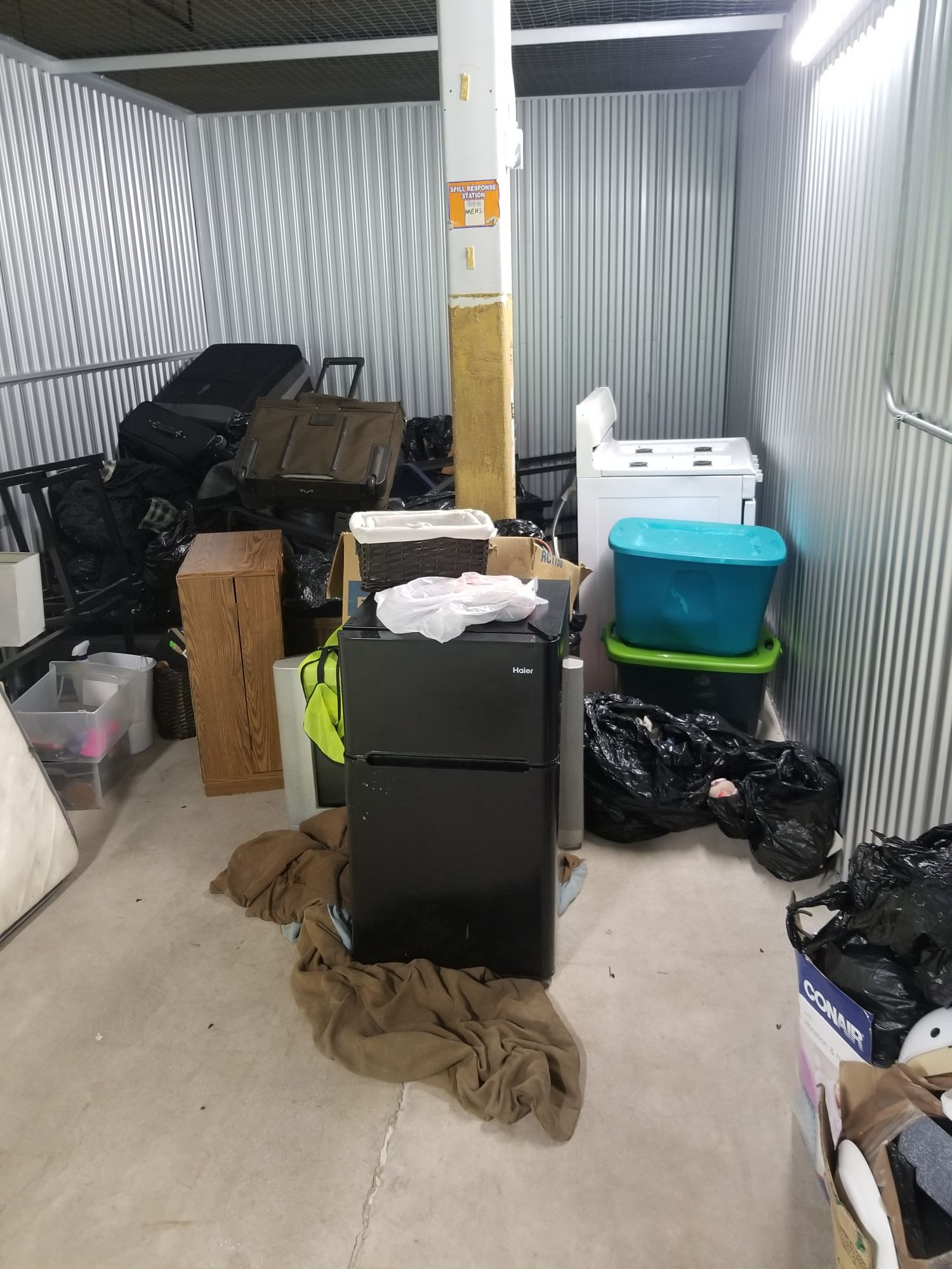 Hover or click & Storage Unit Auction: 551334 | Joliet IL | StorageTreasures.com