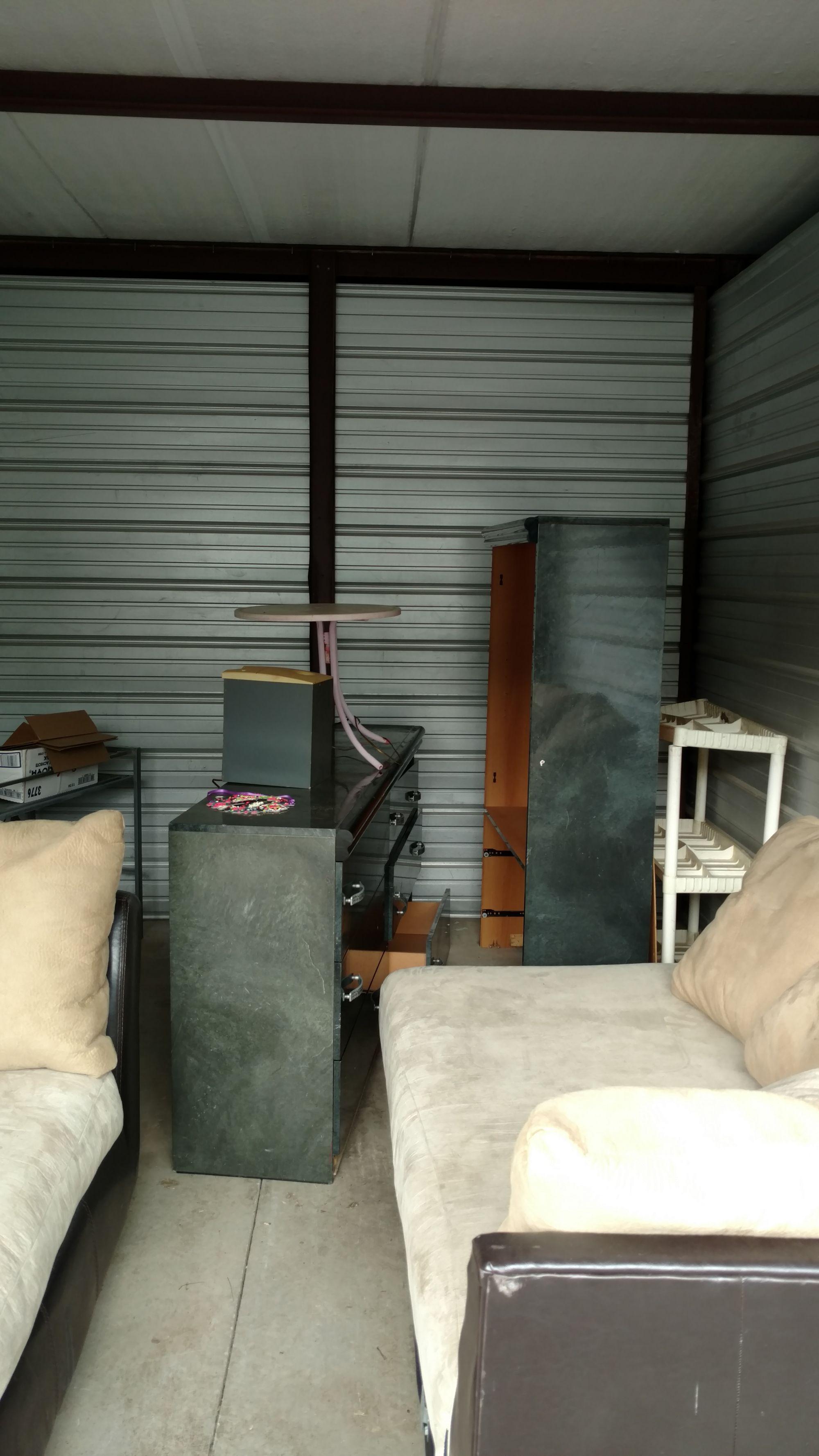 Hover or click & Storage Unit Auction: 552986 | Radcliff KY | StorageTreasures.com