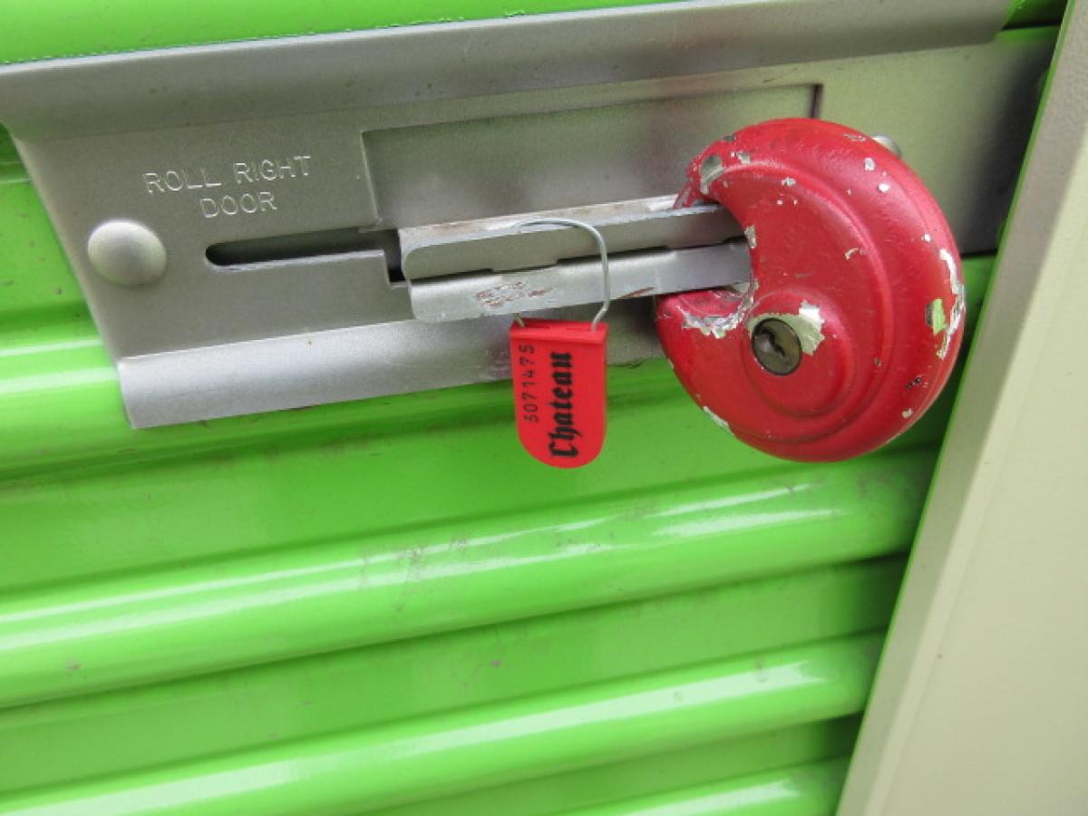 Hover or click & Storage Unit Auction: 565616 | Murrieta CA | StorageTreasures.com