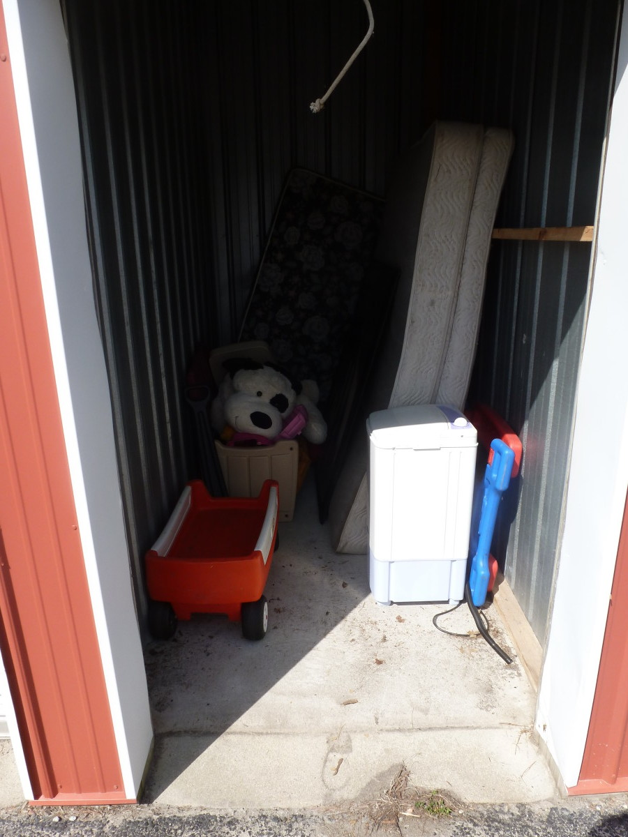 Hover or click & Storage Unit Auction: 573121 | Georgetown OH | StorageTreasures.com