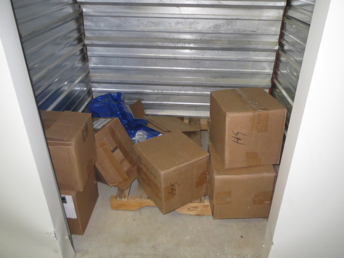 Hover or click & Storage Unit Auction: 579310 | Louisville KY | StorageTreasures.com