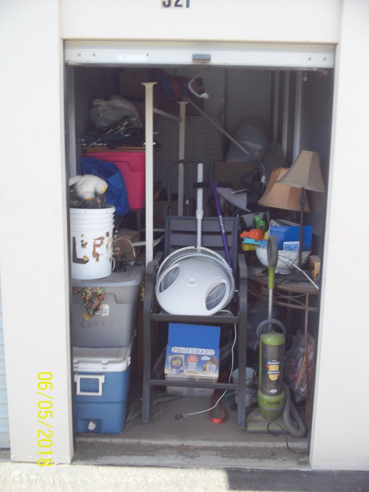 Hover or click & Storage Unit Auction: 595303 | Yuma AZ | StorageTreasures.com