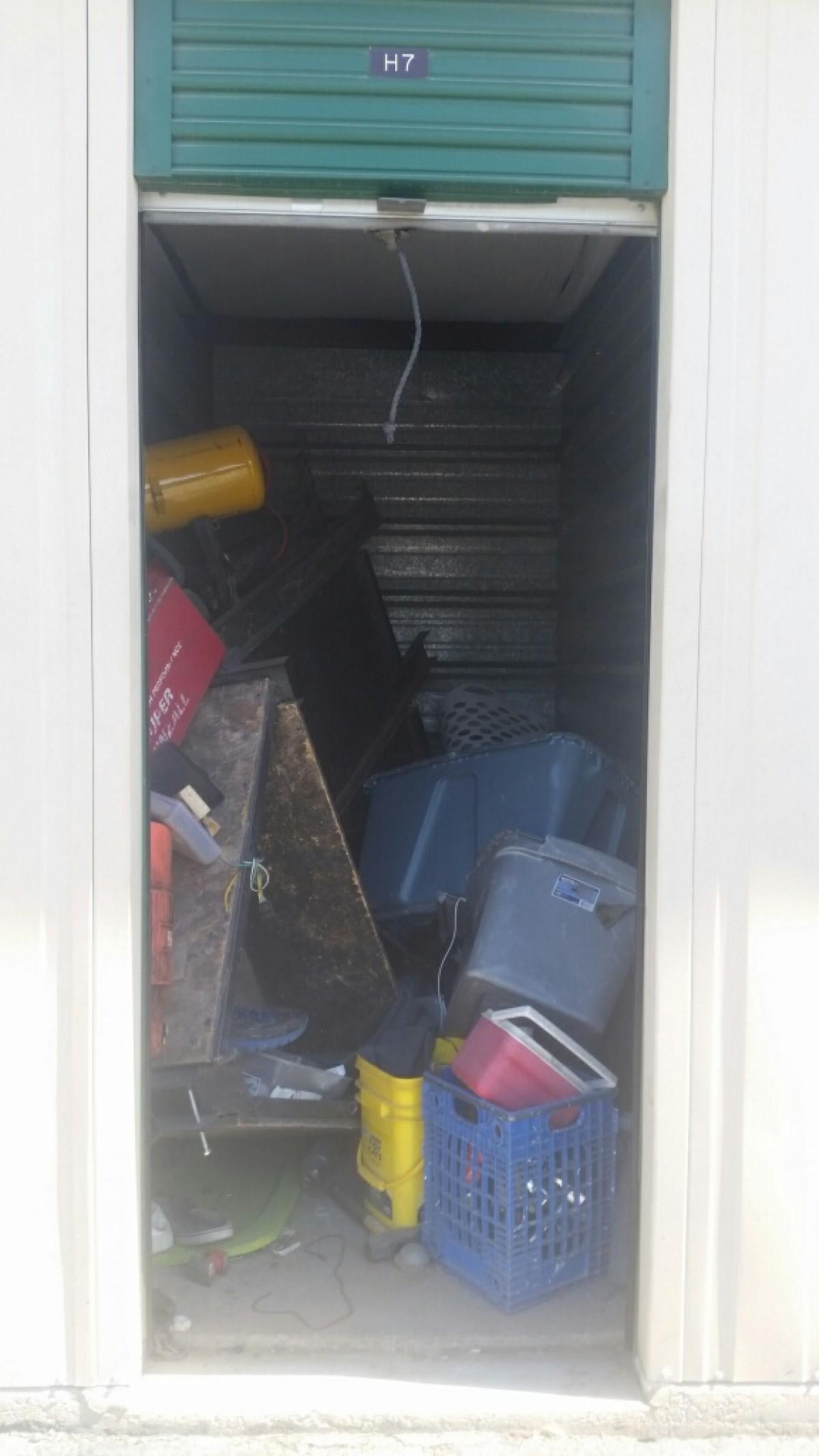 Hover or click & Storage Unit Auction: 596309 | Yuma AZ | StorageTreasures.com