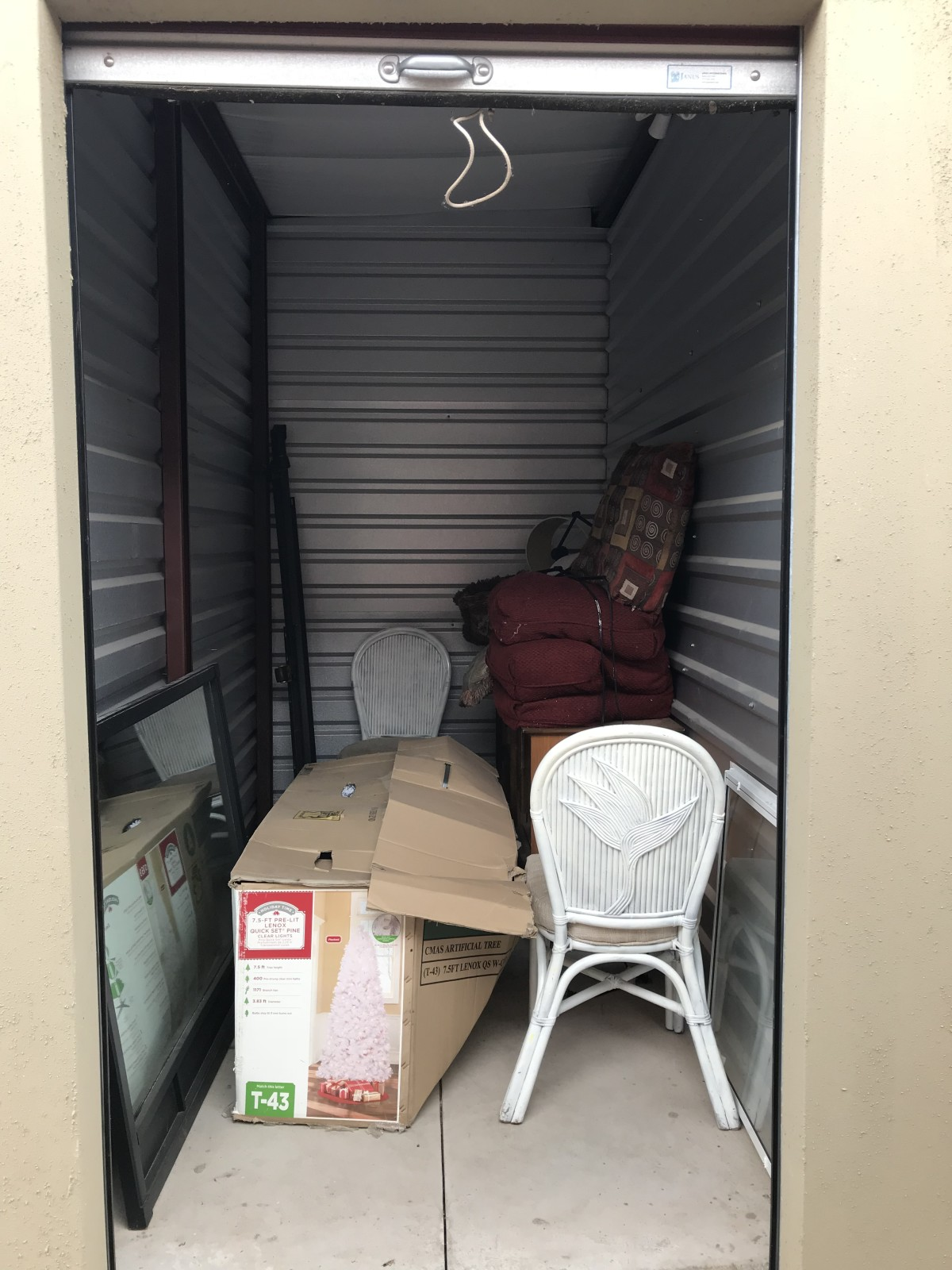 Hover or click & Storage Unit Auction: 601067 | Moore OK | StorageTreasures.com