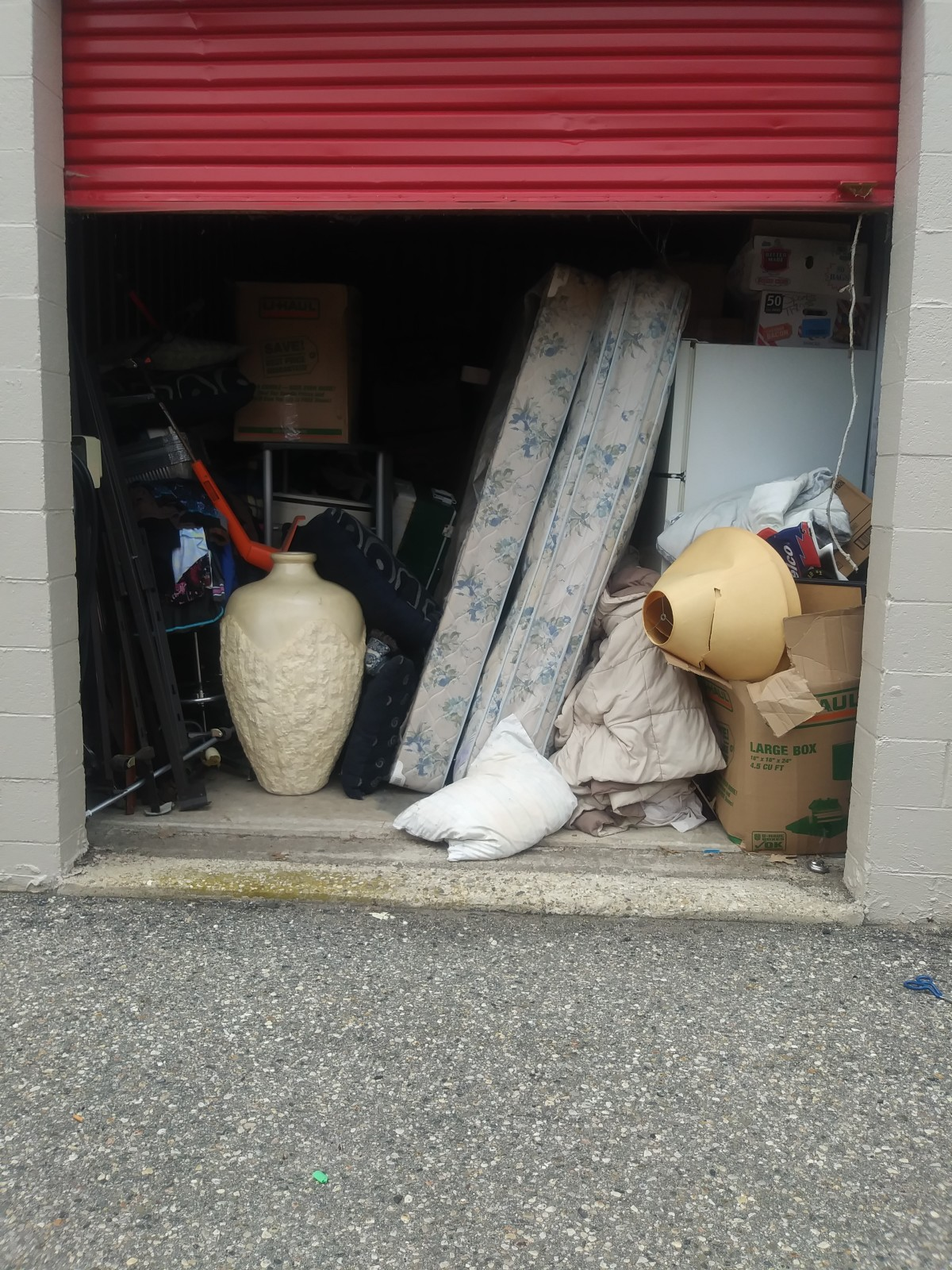 Hover or click & Storage Unit Auction: 618331 | Waterford MI | StorageTreasures.com