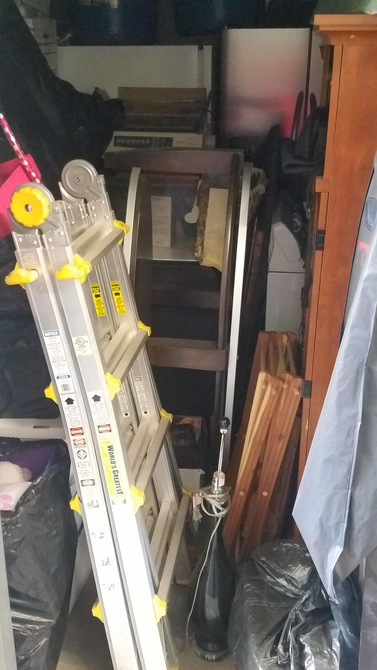 Hover or click & Storage Unit Auction: 626433 | Lancaster CA | StorageTreasures.com