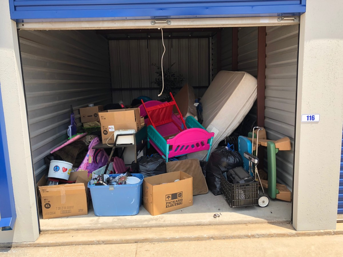 Hover or click & Storage Unit Auction: 627979 | Moore OK | StorageTreasures.com