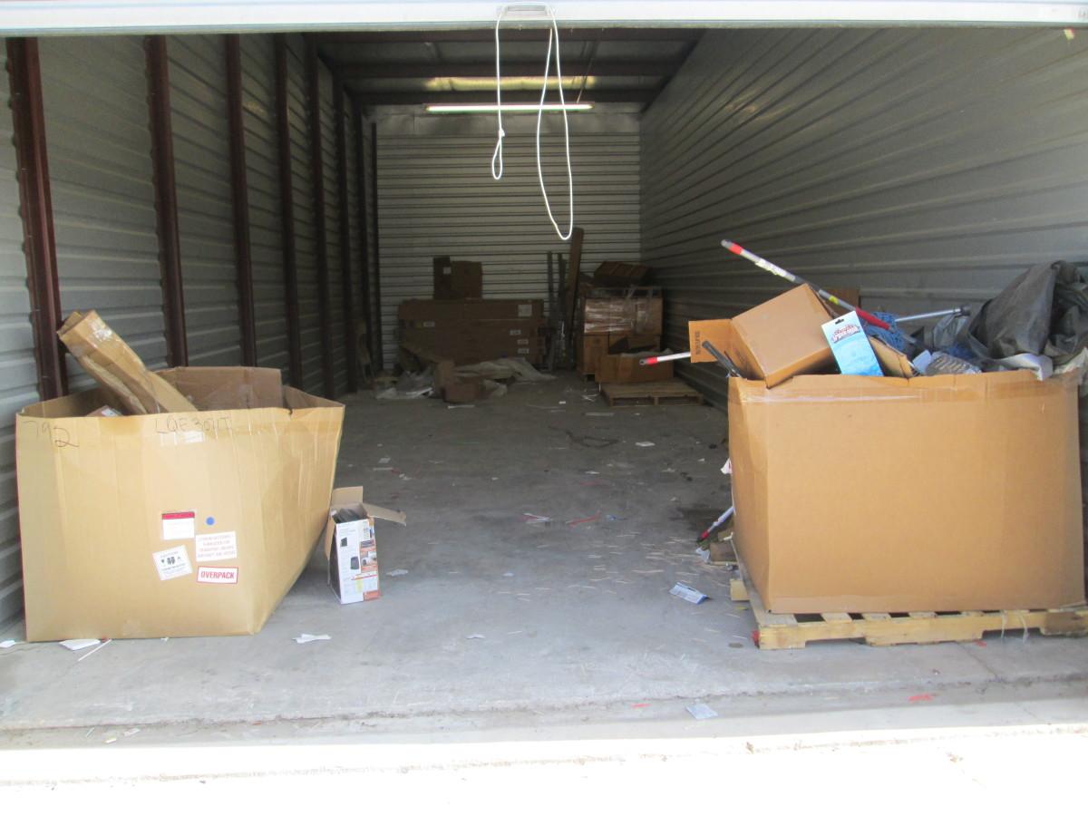 Hover or click & Storage Unit Auction: 641182 | Mission TX | StorageTreasures.com