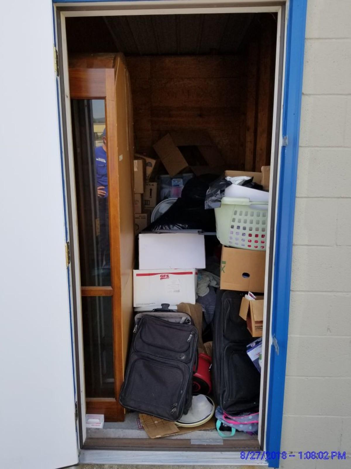 Storage Unit Auction 641486 New Albany In Storagetreasurescom