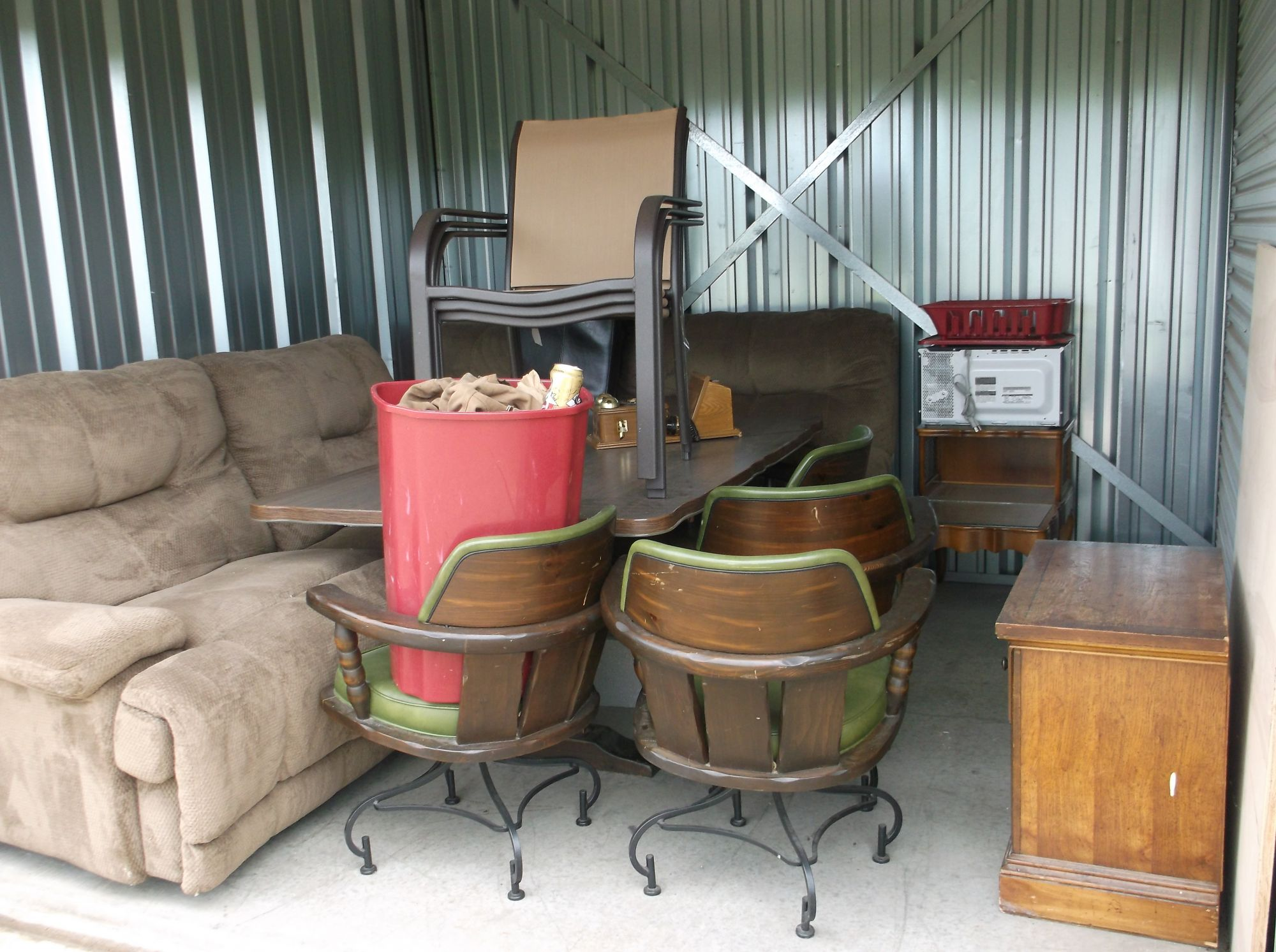 Hover or click & Storage Unit Auction: 329455 | Kansas City MO | StorageTreasures.com