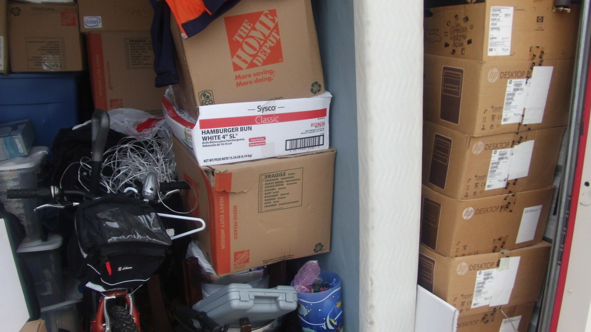 Storage Unit Auction: 707127 | JOLIET, IL | StorageTreasures com