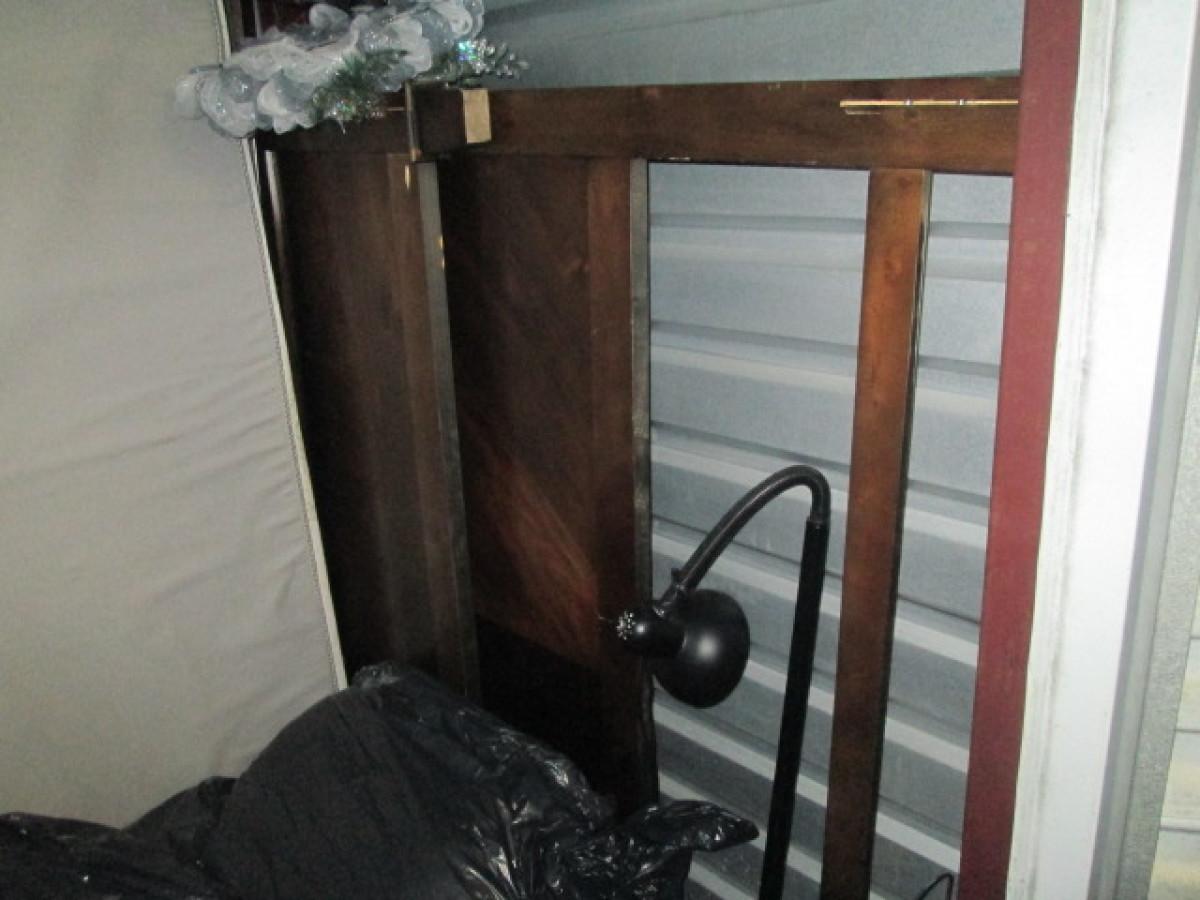 storage unit auction  755963