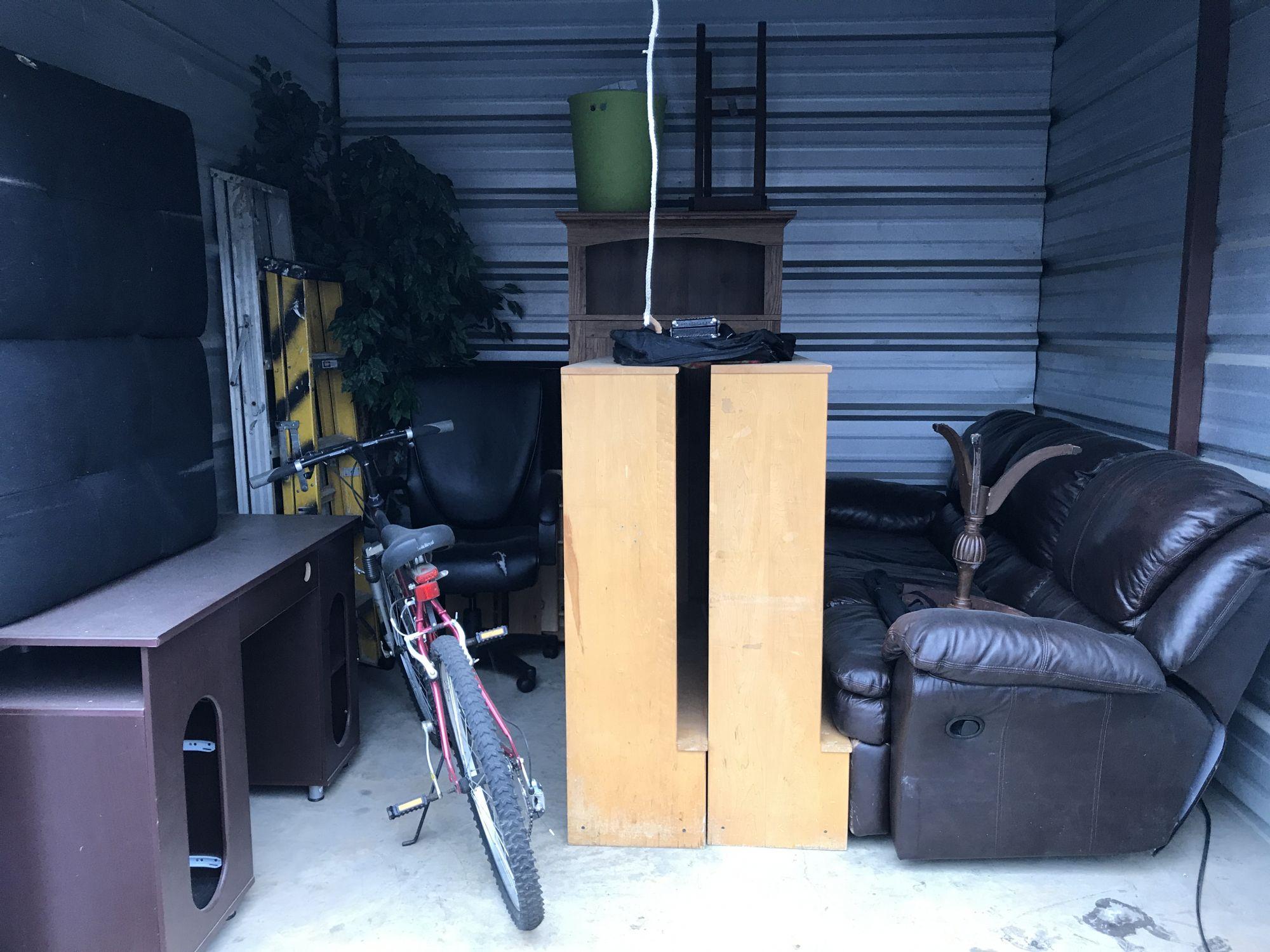 Hover or click & Storage Unit Auction: 414504 | Frederick MD | StorageTreasures.com