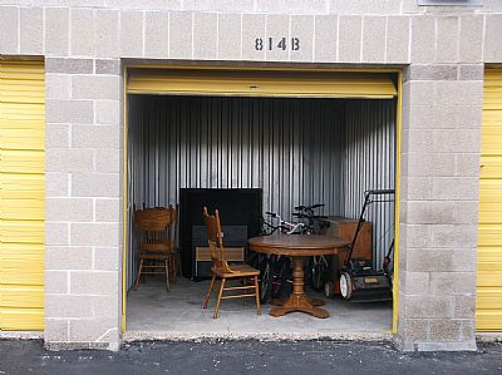 Hover or click & Storage Unit Auction: 433311 | Milwaukee WI | StorageTreasures.com
