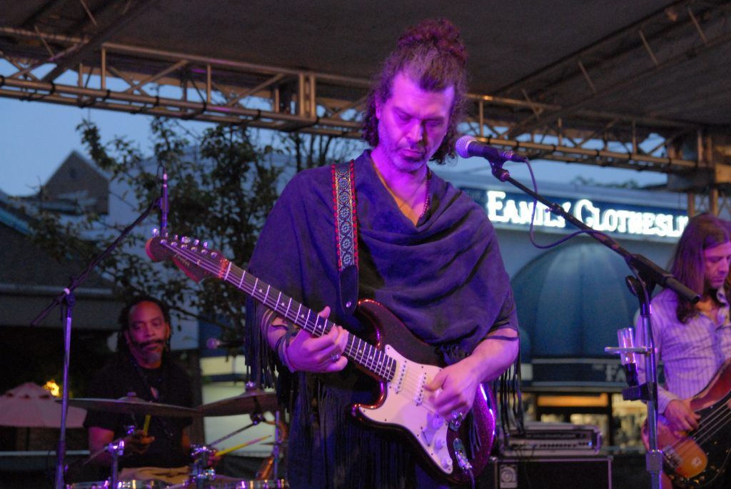 DOYLE BRAMHALL II Photo by Chuck Fong