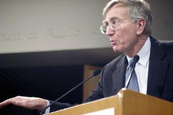 Journalist SEYMOUR HERSH was awarded the Goldsmith Career Award for Excellence yesterday.