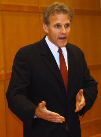 Historian MICHAEL OREN talks about his bestseller, Six Days of War: june 1967 and the Making of the Modern Middle East, yesterday at Harvard Hillel.