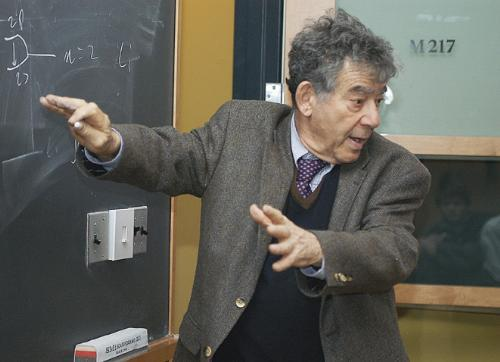"""Erving Research Professor of Chemistry William Klemperer '50, who has been on the Harvard faculty since 1954, teaches Freshman Seminar 22j, """"Seeing by Spectroscopy"""" yesterday."""
