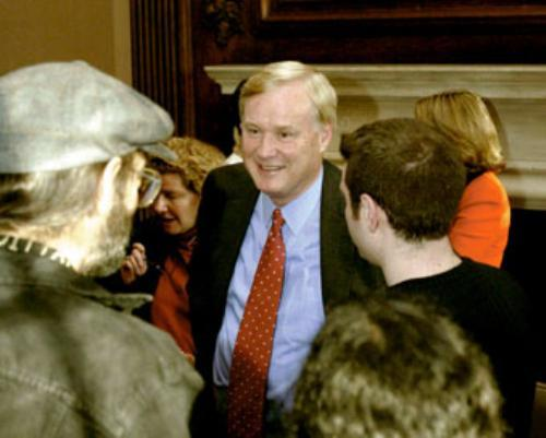 """Chris Matthews of """"Hardball"""" greets with students following the study group held in the Winthrop Junior Common room yesterday"""