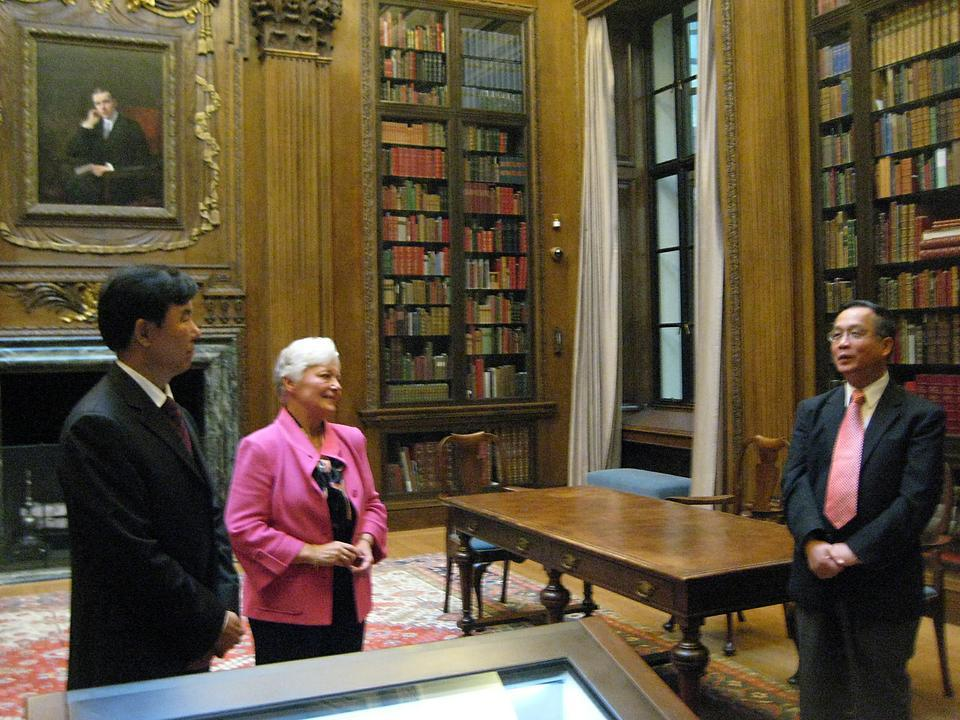 The entire contents of the Harvard-Yenching Library's Chinese rare book collection, 51,500 volumes in all, will be digitized over the next six years by Harvard librarians with funds from the National Library of China.