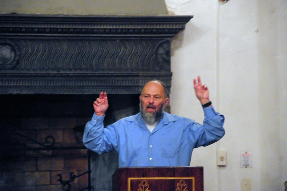 "Former Israeli MK Effi Eitam speaks at Adams LCR on Thursday evening about ""the most critical moment for world order"" and criticizes the Iranian nuclear efforts and other Palestinian misbehaviors to an audience of 21, which includes the Crimson photographer and a University Police officer. His past claims include Palestinians are a ""cancer in teh body of the nation."" ""Palestinians should be used as human shields by the IDF."""