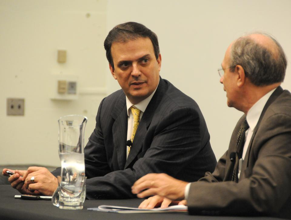 Marcelo Ebrard, Mayor of Mexico City, speaks about the city's sustainability efforts at the Graduate School of Design.