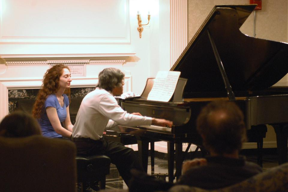 Pianist David Holzman performed pieces by Pozzi Escot, Arnold Schoenberg, and Stefan Wolpe in an intimate recital in Pforzheimer House last night.