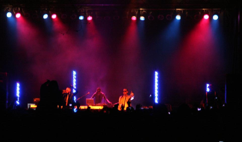 """Far East Movement finally makes its apparition and performs some of its most famous songs, including """"Like a G6,"""" which made the college vibrate!"""