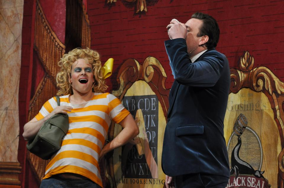 Jason Segel drinks a bowl of barbecue sauce to satisfy the cravings of his former co-star, Katherine Heigl, played by Ryan P. Halprin '12.