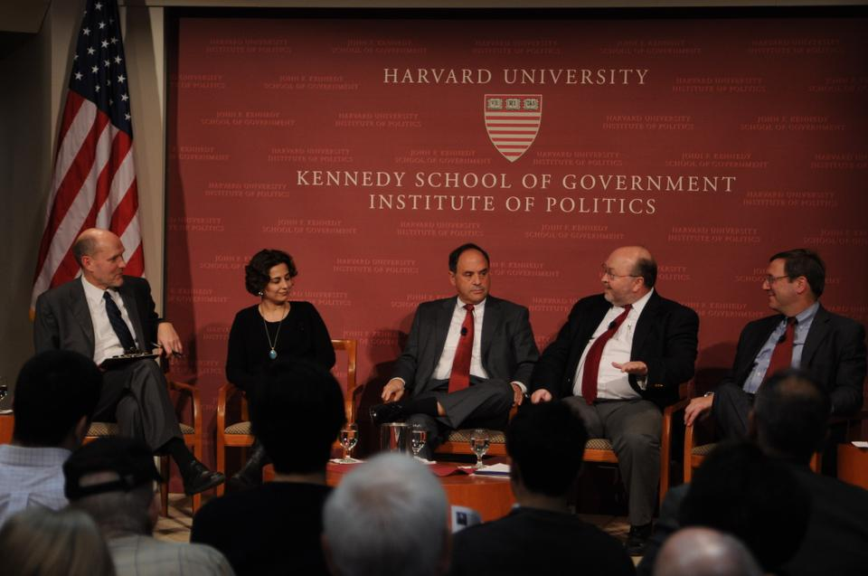Stephen Walt, Nazila Fathi, Charles Freilich, Steven E. Miller, David Sanger discuss the looming Iranian nuclear threat and potential responses to it.