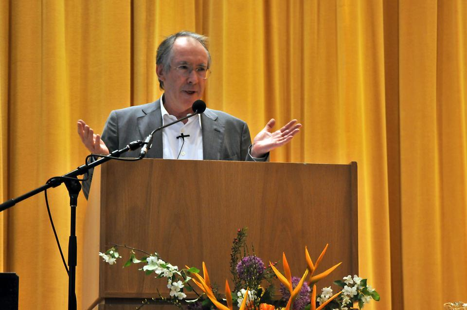 "British novelist Ian McEwan delivers his lecture ""The Lever: Where Novelists Stand to Move the World,"" at the inaugural Rita E. Hauser Forum sponsored by the Mahindra Humanities Center."