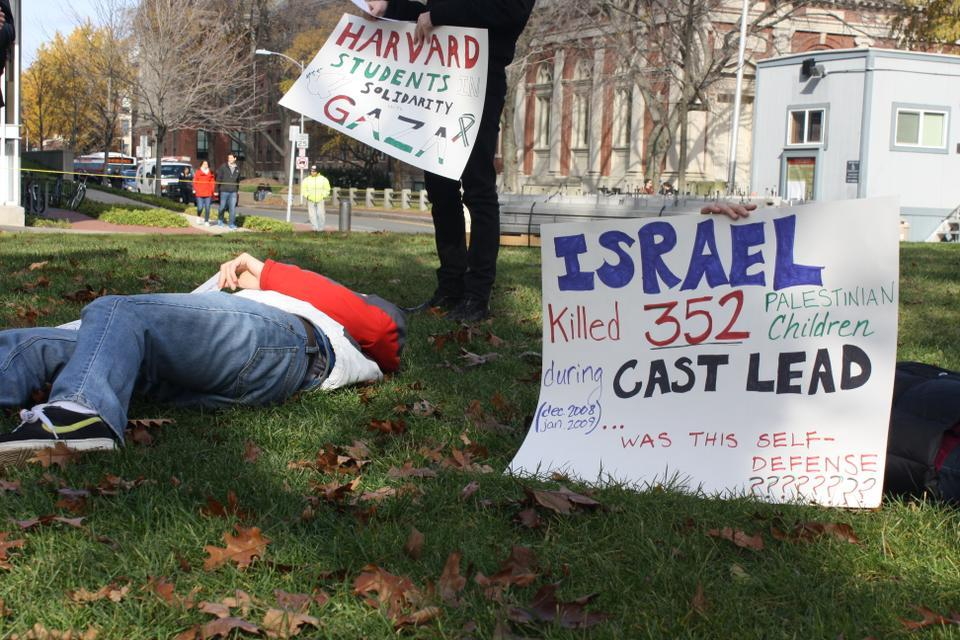 """Members of the Harvard College Palestine Solidarity Committee staged a """"die-in"""" near the Science Center and Annenberg to express opposition to the violence in the Gaza Strip."""