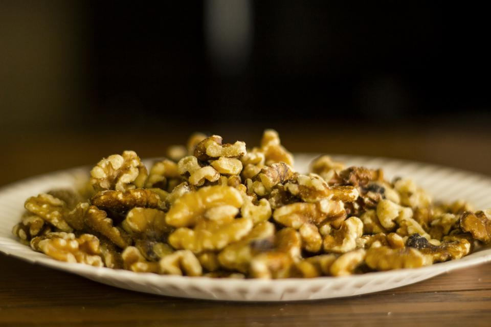 Harvard researchers have found out that eating walnuts correlates with a decrease in the risk of getting Type II diabetes in women.