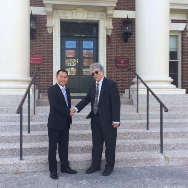 Zhongping Yang, who donated $100,000  to fund research on reducing stress in the Chinese school system, shakes hands with Ed School Professor Robert L. Selman, the principal investigator on the project.